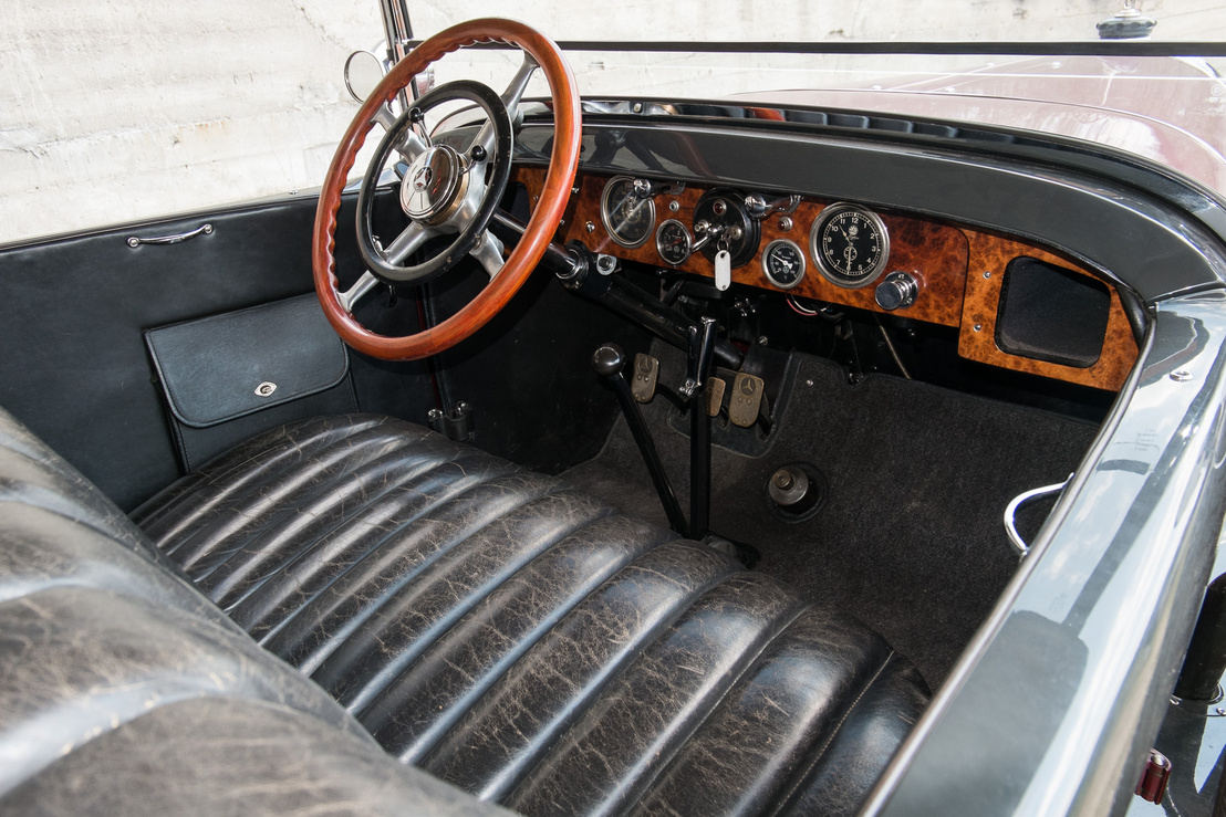 Általában szűkek ezek az igazán öreg autók, de a 400K akkora, hogy itt nincs helyhiány