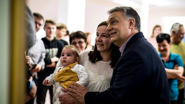 Orbán megpróbálja a lehetetlent