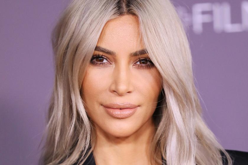 Pőre valóság: Kim Kardashian megint levetkőzött