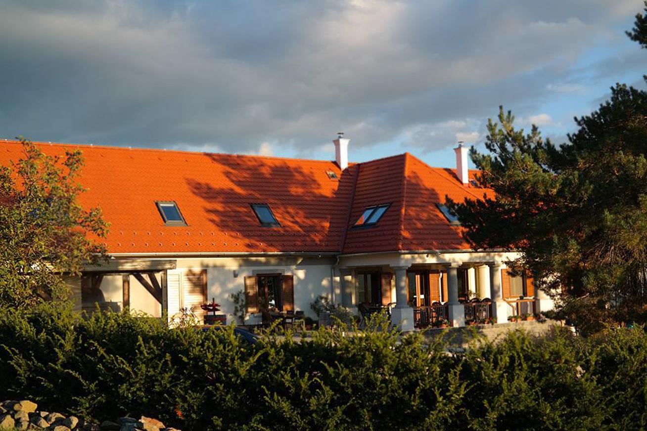 villa tolnay cover