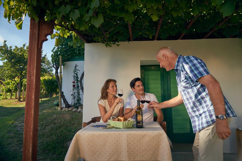 Weinverkostung Csarterberg  ©Burgenland Tourismus Peter Burgstal
