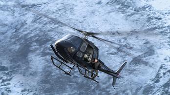 Tom Cruise 106-szor ugrott ki egy repülőből