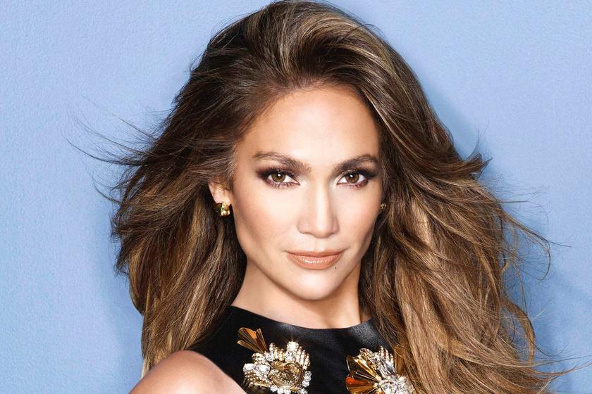Jennifer Lopez csillámos bugyiban villantotta meg a fenekét - Így lépett színpadra