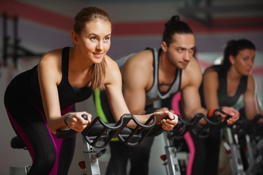 Biciklis edzésterv kezdőknek: leolvasztja a felesleget, és nagy túlsúllyal is bírni fogod