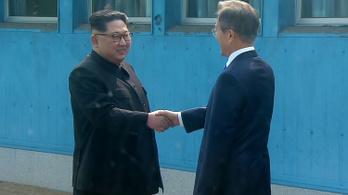 Kim Dzsongun átlépte a demarkációs vonalat, tart a történelmi Korea-közi csúcs