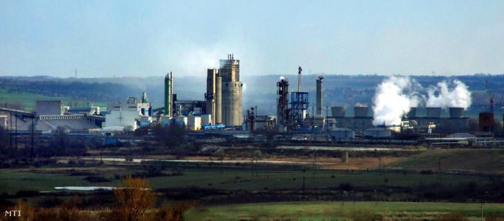 A Nitrogénművek Vegyipari Zártkörűen Működő Részvénytársaság műtrágyagyára a Sárréten. Elődjével, az 1932-ben üzembe állított régi műtrágyagyárral együtt, már 86 éve gyárt talajjavító vegyi anyagokat a mezőgazdaságnak. A cég 2008. és 2011. között minden évben elnyerte a Business Superbrands Díjat.