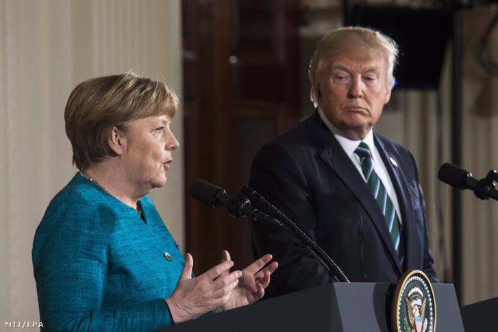 Donald Trump amerikai elnök (j) és Angela Merkel német kancellár sajtótájékoztatót tart a washingtoni Fehér Házban 2017. március 17-én.