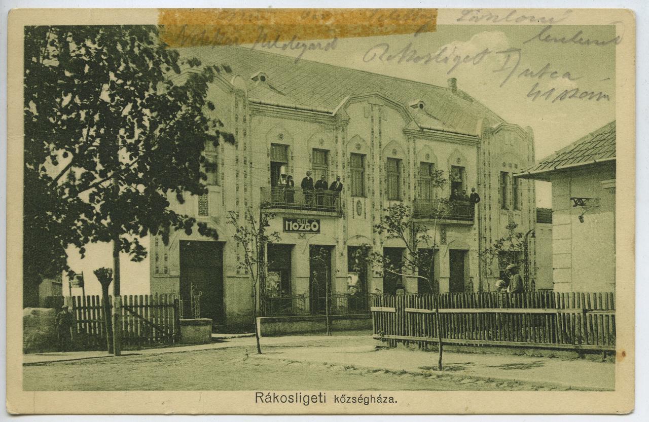 Budapest 17. kerülete, Rákosliget még ma is a város szélének számít, hát még a tízes évek elején, amikor ebben az épületben szálloda működött az emeleten, lent pedig kávéház. Ez utóbbiban zajlottak az első rákosligeti vetítések, majd 1914-ben az emeleti szobákban irodákat alakított ki a községi elöljáróság, a földszinti tereket pedig mozivállakozás vette birtokba. Az Elite Mozgót később nevezték Apollónak, a háború után Szabadságnak, majd ki tudja miért Maros mozinak. Ezen a néven zárt be a kilencvenes évek elején, bő másfél évtized múltán pedig újranyitott a felismerhetetlenségig átalakított épületben, melynek egyedül csak erkélyrácsai emlékeztetnek fényesebb napokra. Minden tisztelet a mozit ma is üzemeltető és azt értékes művészfilmekkel életben tartó csapatnak!