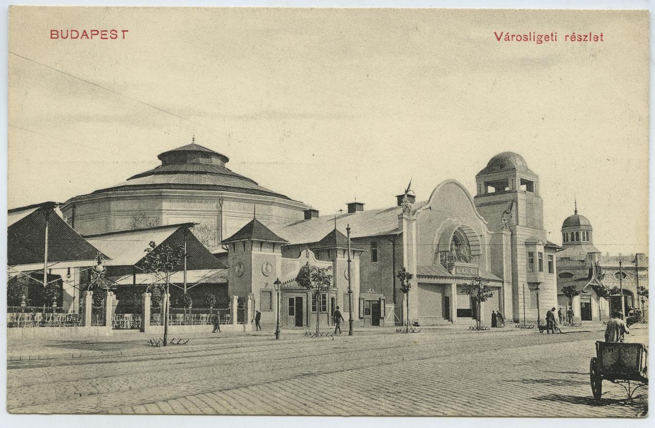 """Az 1903-ban nyílt városligeti The Royal Vio egyik első állandó mozink volt. 586 férőhelyes, karzattal is ellátott épülete fehérre festett fából készült, homlokzati gipsz szobrai sokban emlékeztettek a mellette álló körhintákra, melyek egyike közismert városligeti műemlékünk. A mai Vidámpark területén működő mozi műsora rendszerint nyolc rövidfilmből állt, amit rövid szünet szakított meg. Az első négy természetfilm volt, a többi burleszk vagy dráma, illetve az egyre népszerűbb """"Wild West"""" műfaj, ami valójában már maga a western volt."""