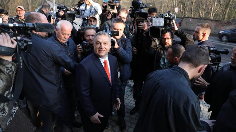 Orbán kapott egy töltényt, amivel nekimehet a bíróságoknak