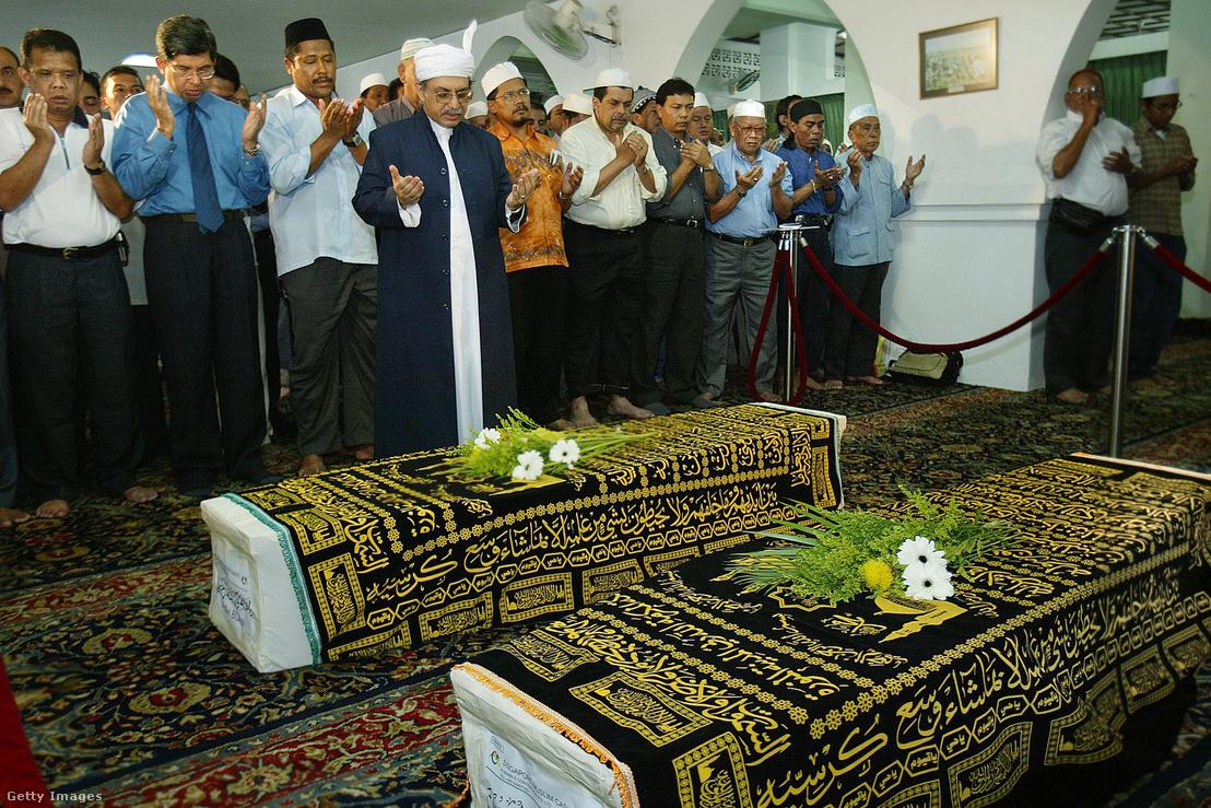 A Bijani ikrek temetése 2003 júliusában
