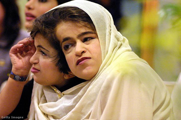 A Bijani ikrek egy a műtét előtt tartott sajtótájékoztatón