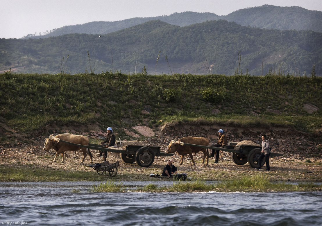Észak-koreai farmerek a kínai határnál 2017-ben