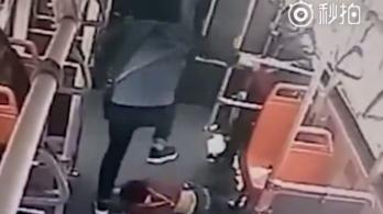 Földhöz vágott és megrugdosott egy hétévest, mert idegesítette buszozás közben