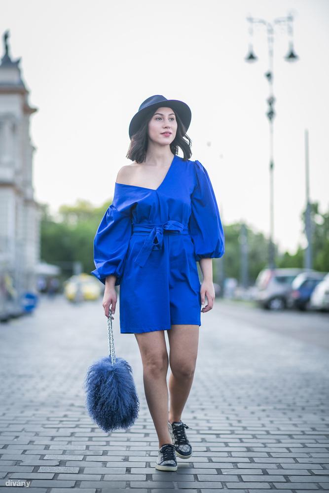 Vállat mutogatni idén is lehet, sőt, a királykék pedig olyan szín, ami valószínűleg soha, de soha nem megy ki a divatból, nem mintha bánnánk, lásd például Horváth Loretta stylist szettjét.