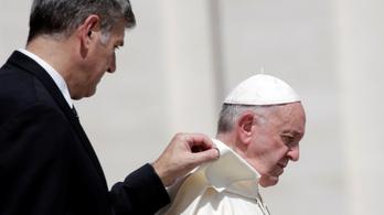 Ferenc pápa betiltaná a fegyvereket