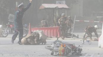 Robbantottak, majd az odaérkezők között újra robbantottak Kabulban