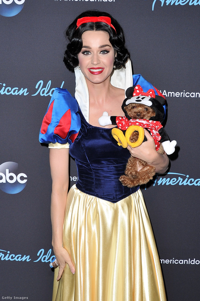 Hát köszönjük, Katy Perry, és ha ön kedveli a meghökkentő öltözékeket, akkor nagyon reméljük, hogy megnézte a tegnapi heti trendet!