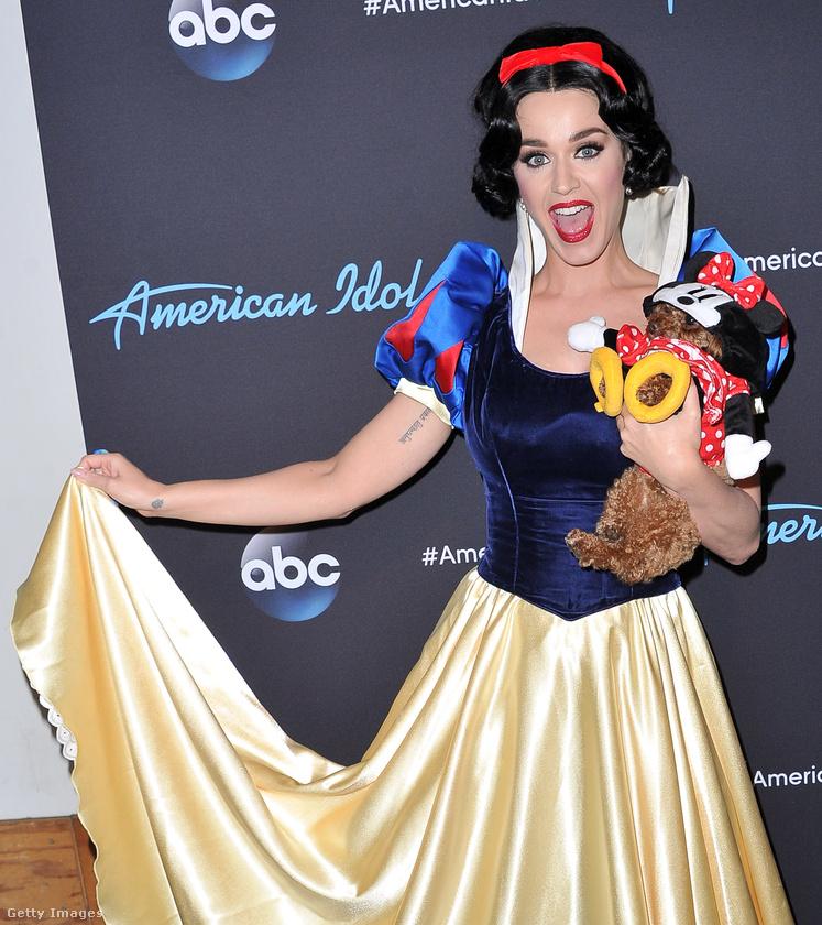Na jó, igazából Katy Perrynek se ment el az esze, csak a tegnap esti adásban Disney-slágereket kellett énekelnie a versenyzőknek az American Idolban