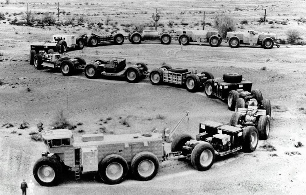 Overland Train TC-947 (1958) Minden idők egyik legfurább járműve volt az Overland Train. RG Le Tourneau 1950-ben alapította meg a Le Tourneau Inc. nevű cégét, amely számos különleges rendeltetésű járművet fejlesztett ki az amerikai hadsereg részére. Ilyen volt az Overland Train LCC-1, amelynek lényege az volt, hogy egy esetleges háború idején a lerombolt infrastruktúrát leküzdve, illetve terepen is tudjanak mozogni ezek a gumikerekes vonatok. E járművek így, úttalan-utakon is el tudják szállítani a megmaradt katonai és gazdasági infrastruktúrát a hátországba. Először csak egy LC1 vontatót teszteltek, és mivel ez sikeres volt, az amerikai hadsereg megrendelte a TC-947-est, amely már egy teljes vonat volt, és amelyben a korábbi Cummins dízelmotort leváltották gázturbinára. A 170 méter hosszú járműszerelvény 9 méter magas volt és 150 tonnányi terhet bírt el. A TC-947-essel nagyon meg volt elégedve a hadsereg, a programot azonban 1961-ben törölték, ugyanis megjelent a Sikorsky S-64 égidaru, amely sokkal hatékonyabbnak tűnt a TC-947-esnél. Az Overland Train máig a világ leghosszabb terepjáró járműve.