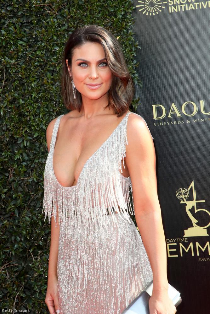 Ha az első képen egy ismeretlen nevű-arcú, de dekoltázsával borzasztóan feltűnni vágyó nőt mutatunk, akkor valószínűleg abból ki lehet találni, hogy ez a Daytime Emmy nem annyira nagy szám, mint a főműsoridős Emmy