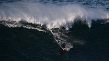 Rekord: 25 méteres hullámot ült meg a szörfös
