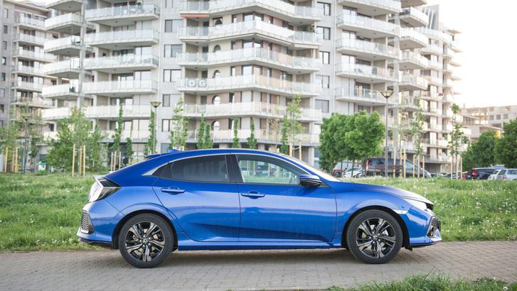 Ha a részletektől eltekintünk, az arányok a Mazda 3-aséra hasonlítanak.