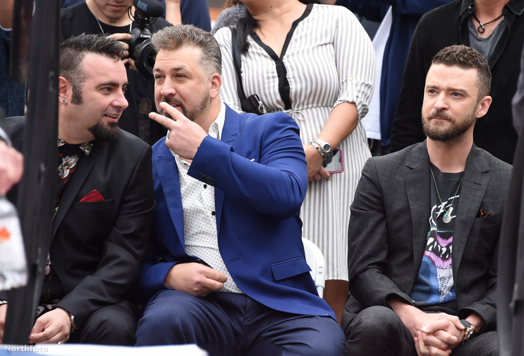 Önmagában is elég ironikus húzás egy másik együttes pólójában elmenni egy NSYNC-megemlékezésre, de végképp nehéz hova tenni a dolgot azért, mert Timberlake ráadásul egy olyan együttest választott, amelyiknek a stílusa, imázsa, a zenéhez-előadóművészethez való hozzáállása a szöges ellentéte annak, amit az NSYNC képvisel(t)