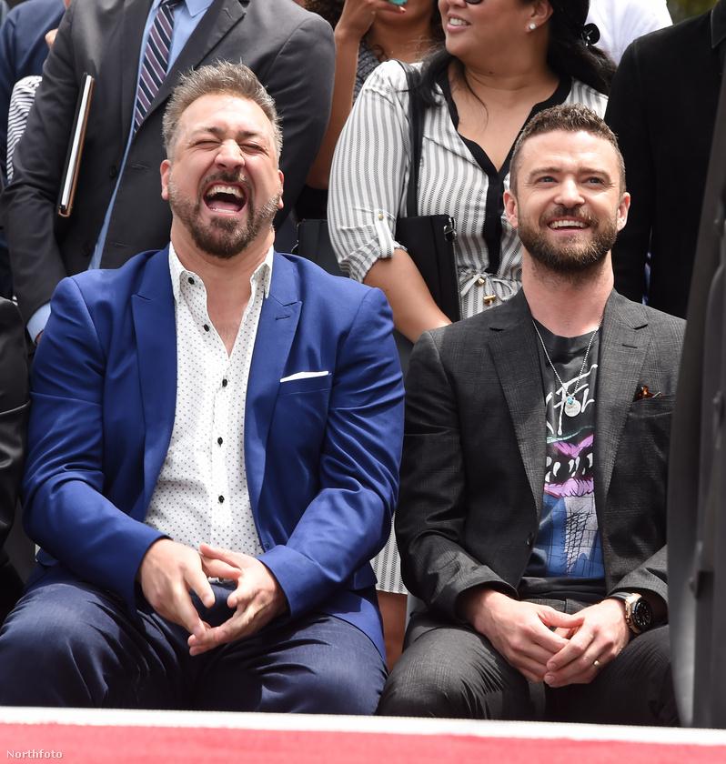 Itt Joey Fatone és Justin Timberlake szórakozik jól saját együttesük ünnepségén.