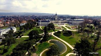 Helyreállított gyönyörű magyar kastélykertek