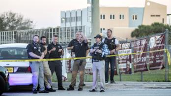 Gyávaság miatt perelnek egy iskolai biztonsági őrt Floridában