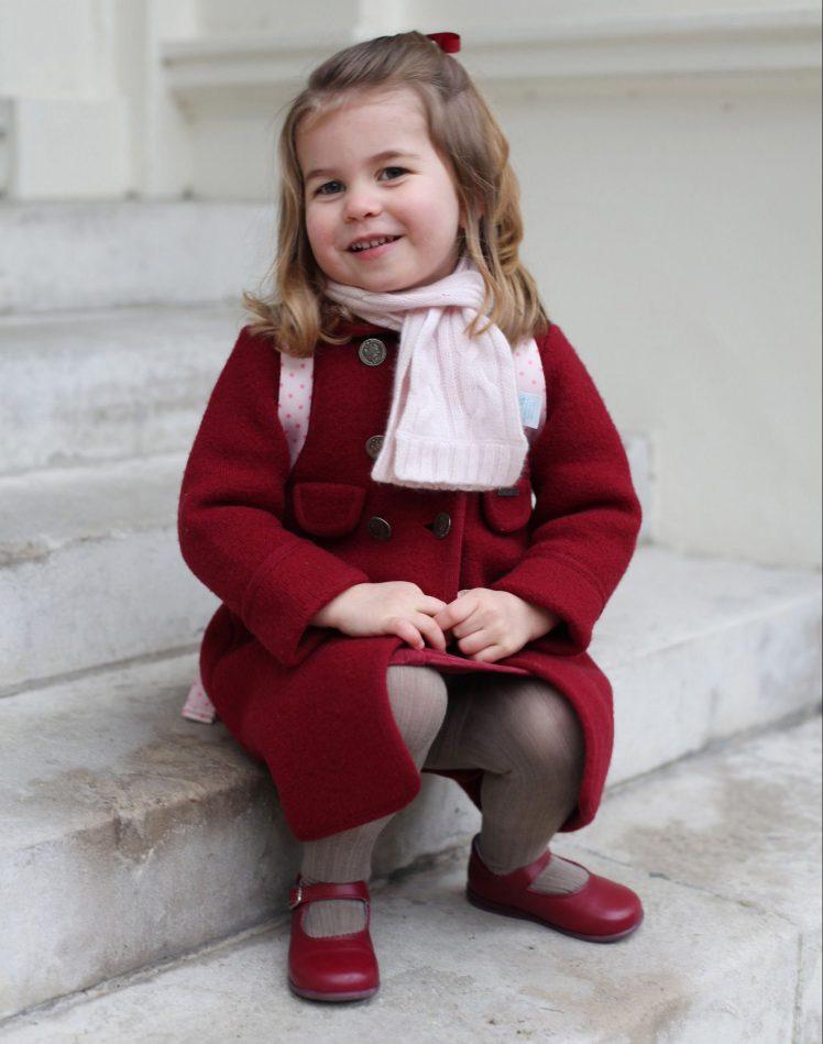 Ezzel a tüneményes fotóval kívánt boldog születésnapot a palota a kislánynak ma reggel.