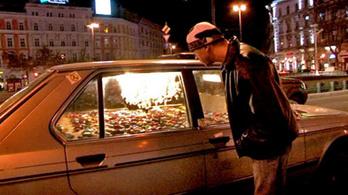 Lángol egy autó a Gödörnél
