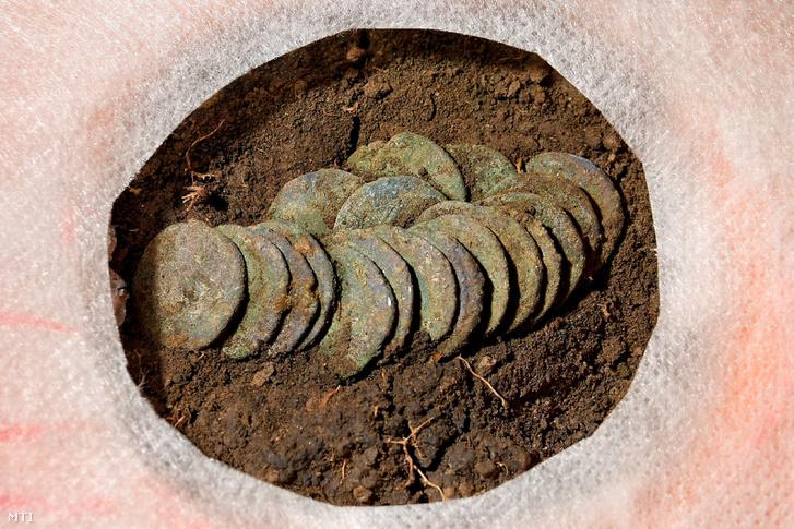 Római ezüstdénárokból álló éremegyüttes a debreceni Déri Múzeumban
