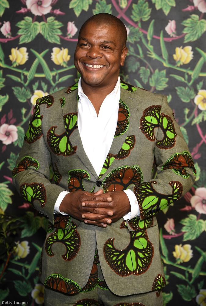Kehinde Wiley képzőművészt hagytuk meg utolsónak, akinek egyszerűen imádjuk a zakóit, a heti trendben is mutattunk egy elképesztőt a múlt vasárnap, és ez a mostani sem semmi.