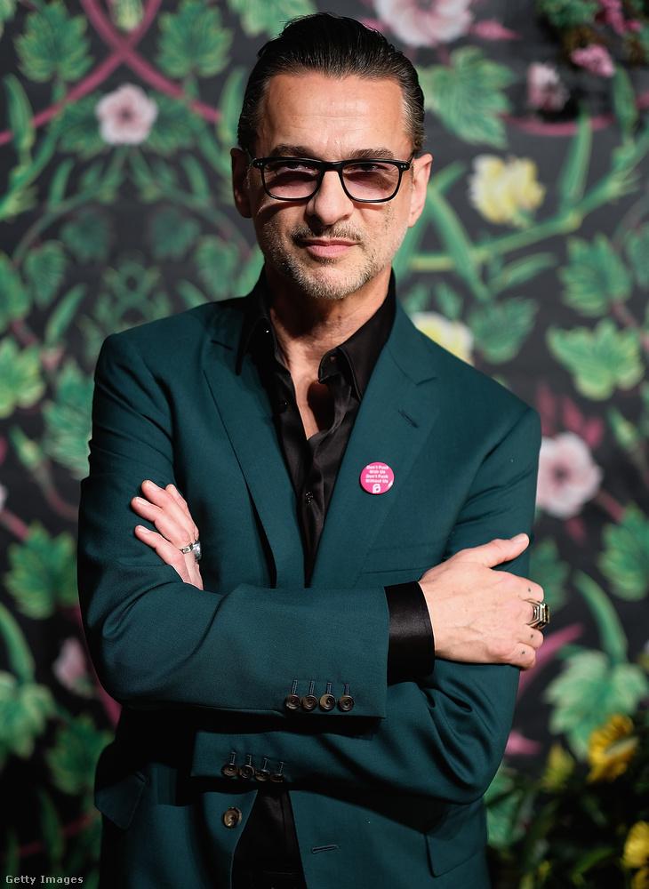 Ő Dave Gahan, a Depeche Mode frontembere, akit celebhírekben szinte ritkábban látunk, mint a Budapest Aréna színpadán