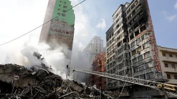 Kiégett, majd leomlott egy toronyház Sao Paulóban, sokan eltűntek