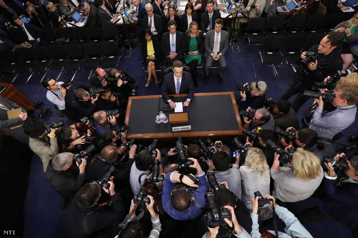 Mark Zuckerberg a kongresszusi meghallgatáson