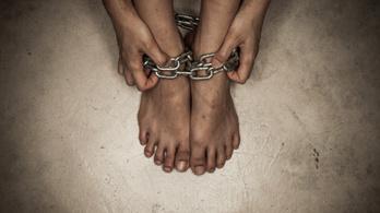 Vecsésen bukkant fel lánccal a lábán a holttá nyilvánított nő
