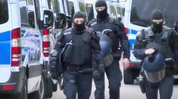 Gigarazziát tartottak egy németországi menekültszálláson