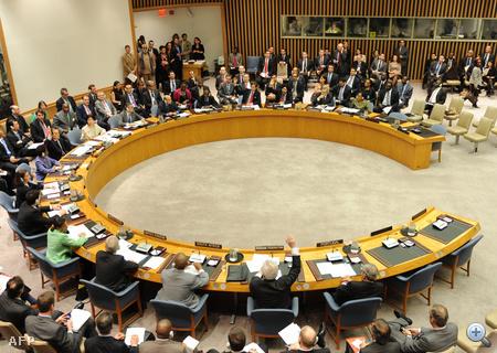 Az ENSZ Biztonsági Tanácsa 10-5 arányban megszavazta a légtérzárat