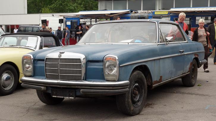 50 éves lesz az állólámpás Mercedes, ünnepel Tulln. Nem biztos, hogy pont ilyenekkel, de ez egy korábbi börzéről van