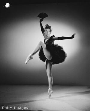 Tanaquil Le Clercq Balanchine: Bourree Fantasque című darabjának kosztümjében,1950-ben