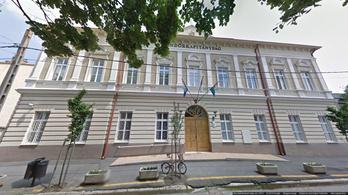 A bíró szerint jogtalanul bilincseltek meg és fojtogattak egy idős hajdúszoboszlóit