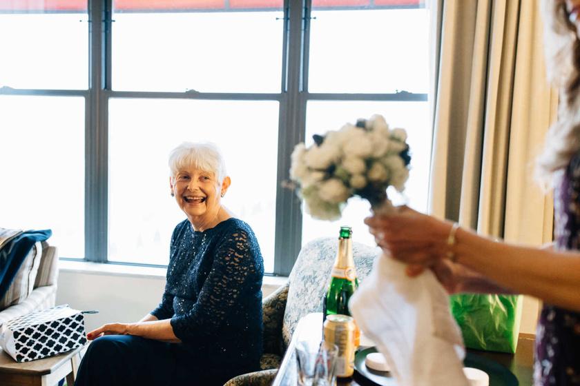 Nancy és J.C. sokat kártyáztak együtt a szabadidejükben, és rengeteget beszélgettek. Szép lassan rájöttek, mennyi közös van bennük, majd a barátságuk az idő múlásával erős szerelemmé vált.