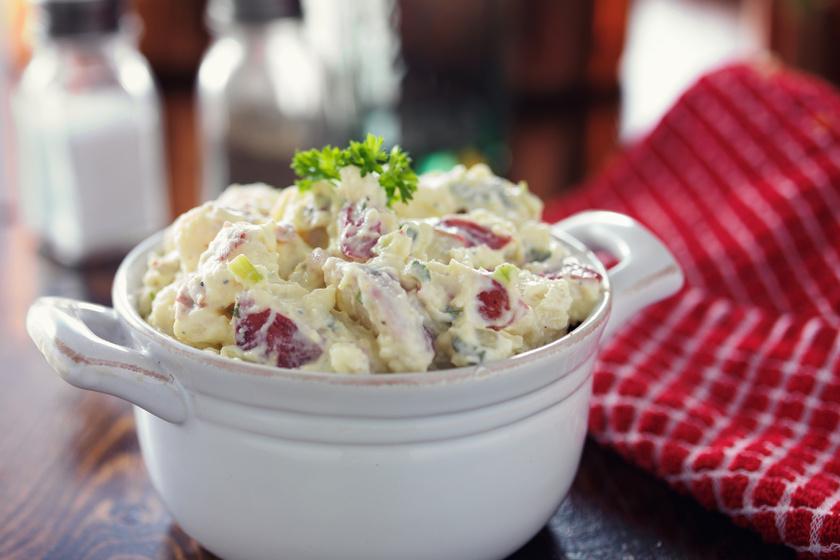 Almás krumplisaláta házi majonézes öntettel - Ezekkel a fűszerekkel lesz igazán finom