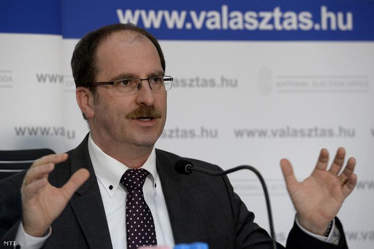 Patyi András, a Nemzeti Választási Bizottság (NVB) elnöke a Nemzeti Választási Iroda (NVI) budapesti székházában.