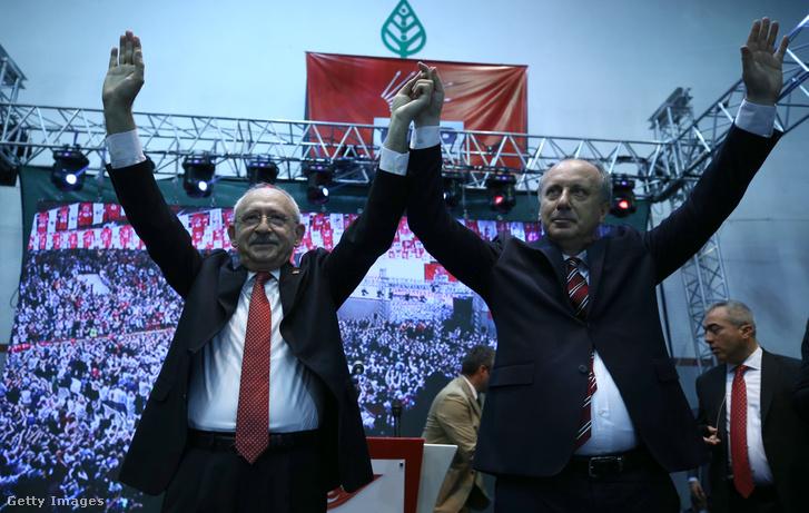 Kemal Kilicdaroglu (b) bemutatja Muharrem Incét (j)