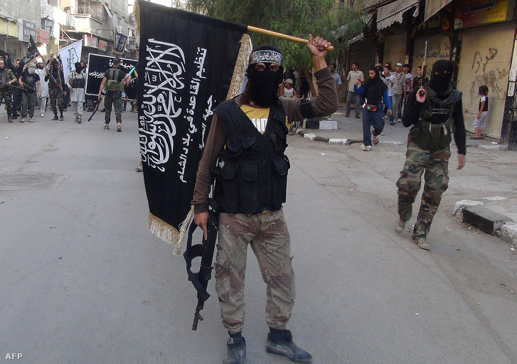 Az al-Káidával szövetséges an-Núszra harcosai a Jarmúk-táborban, Damaszkuszban, 2014-ben.