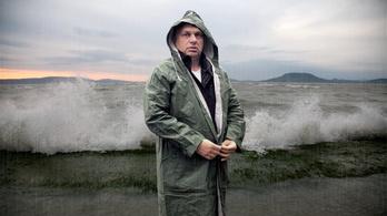 Orbán vadiúj anyagból szőtte a negyedik kabátját
